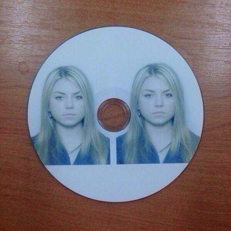 Trae un CD con dos fotos tuyas, le dijeron