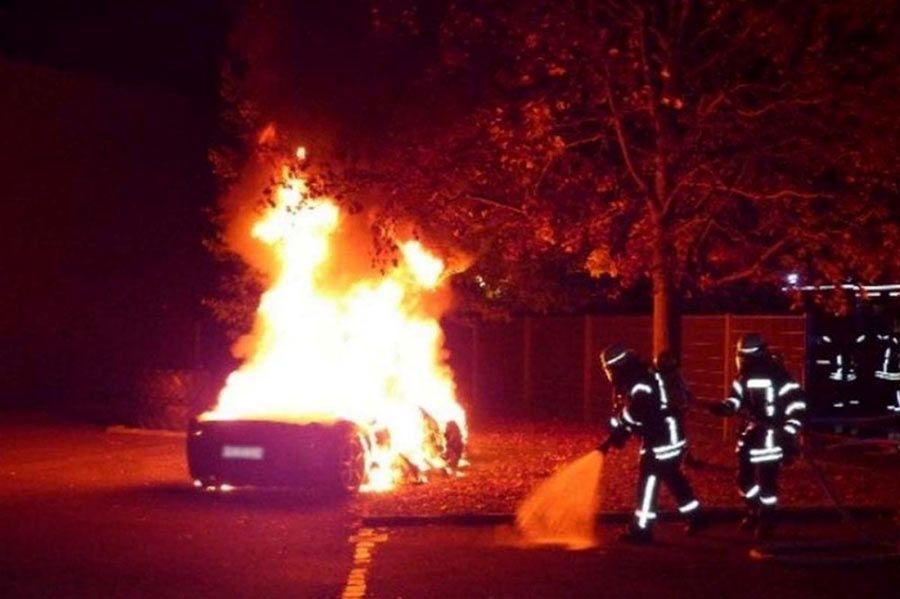 joven-quema-ferrari-458-padre-compre-488-gtb-1