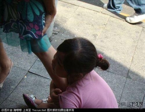 clinging-beggar7