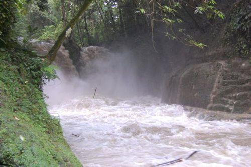dangerous_waterfalls_08