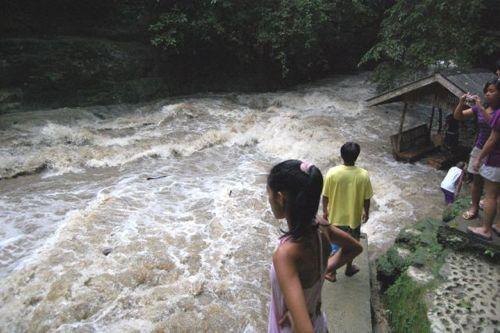 dangerous_waterfalls_09