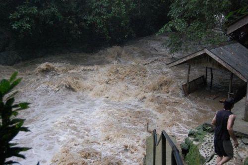 dangerous_waterfalls_10