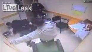 Un policía agresivo