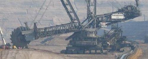 Excavadora gigante vs Bulldozer